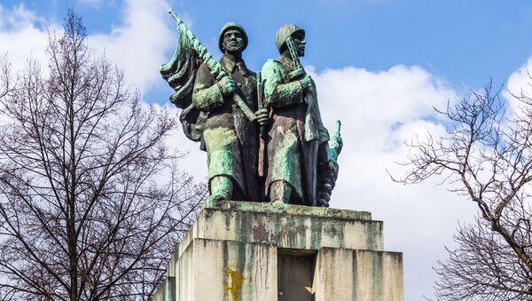 Pomnik Żołnierzy Radzieckich w Katowicach - Sputnik Polska
