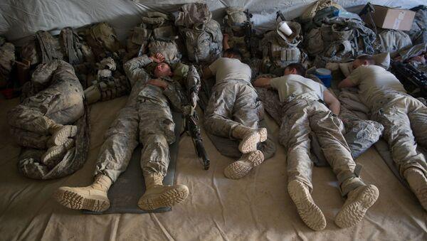 Śpiący amerykańscy żołnierze - Sputnik Polska