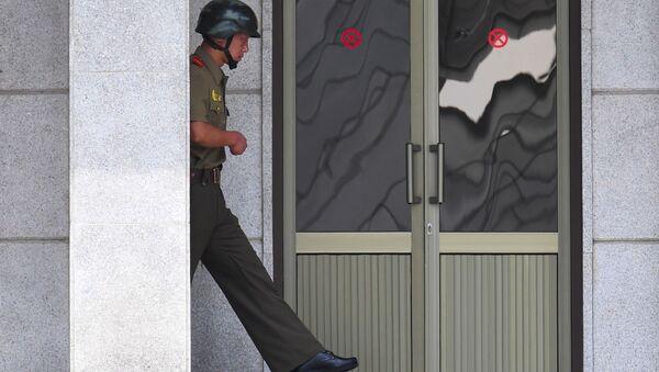 Północnokoreański żołnierz w północnej części wsi Panmunjom - Sputnik Polska