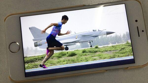 Китайский легкоатлет Чжан Пэймэн бежит со скоростью истребителя - Sputnik Polska