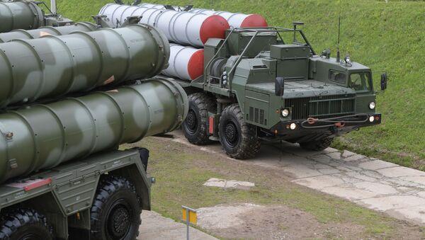 """Systemy obrony powietrznej S-400 """"Triumf"""" podczas ćwiczeń w obwodzie moskiewskim - Sputnik Polska"""