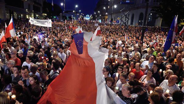 Protesty w Warszawie przeciwko reformy sądownictwa - Sputnik Polska
