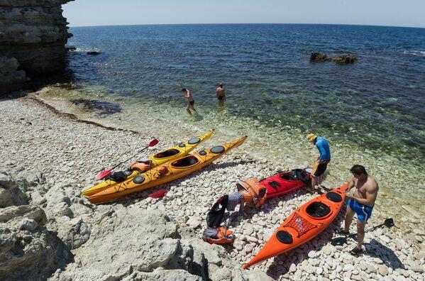 W licznych zatokach parku rozmieszczone są kempingi samochodowe, które funkcjonują w ciągu całego sezonu wypoczynkowego. - Sputnik Polska