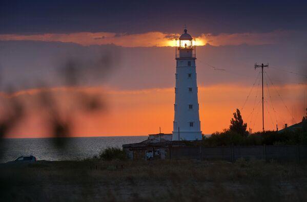 Tarchankutska latarnia morska zbudowana w 1816 roku jest unikalnym zabytkiem architektury. - Sputnik Polska