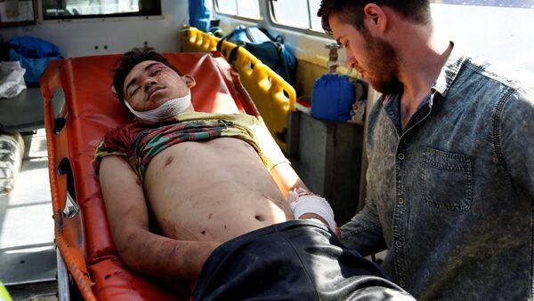 Ewakuacja poszkodowanych z miejsca wybuchu w Kabulu - Sputnik Polska