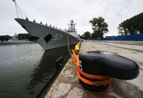 Fregata wojenno-morskich sił Chin Yuncheng w porcie Bałtyjsk - Sputnik Polska