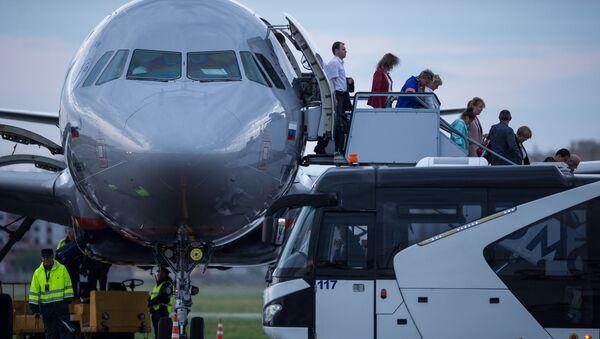 Nowe przepisy lotnicze zaproponowane przez Ministerstwo Transportu Rosji przewidują minimalną wagę bagażu podręcznego do pięciu kilogramów - Sputnik Polska