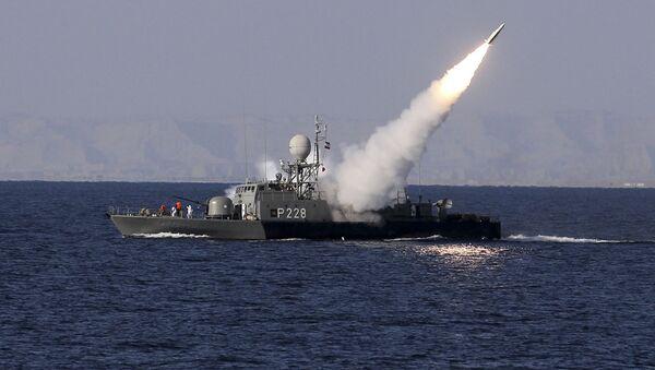 Irański okręt wojenny w Zatoce Perskiej - Sputnik Polska