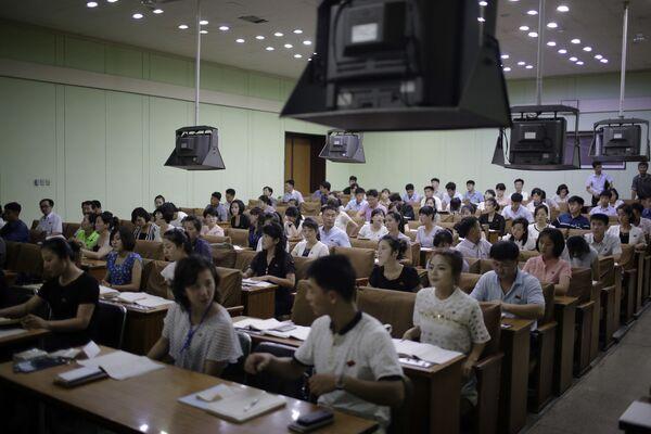 Grupa studentów uczących się chińskiego - Sputnik Polska