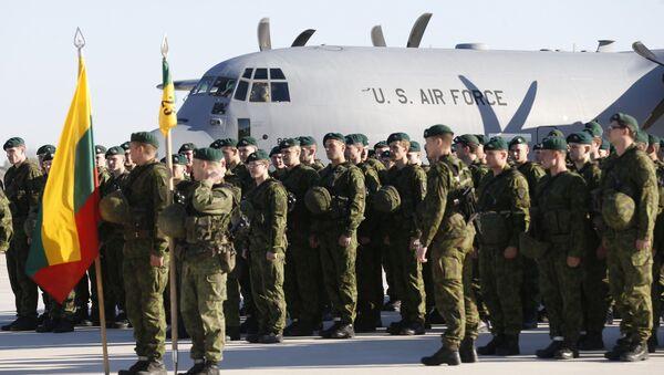 Amerykańscy wojskowi w bazie litewskich sił powietrznych w Szawlach - Sputnik Polska