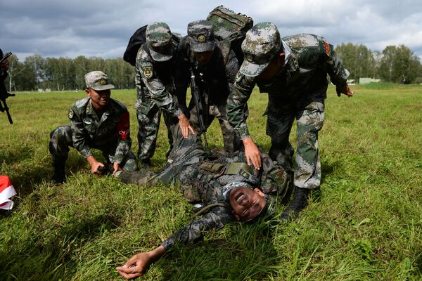 Żołnierze sił zbrojnych Chin podczas konkursu Najlepszy zwiadowca  w ramach międzynarodowych gier militarnych 2017 - Sputnik Polska