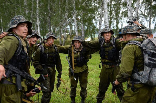 Żołnierze sił zbrojnych Uzbekistanu podczas konkursu Najlepszy zwiadowca  w ramach międzynarodowych gier militarnych 2017 - Sputnik Polska