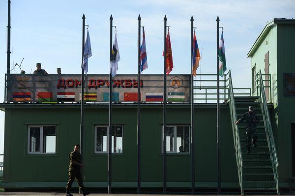 Stanowisko dowodzenia w kompleksie treningowym Nowosybirskiej Wyższej Szkoły Dowodzenia Wojskowego - Sputnik Polska
