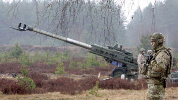 Wojskowy NATO podczas ćwiczeń wojskowych na Łotwie - Sputnik Polska