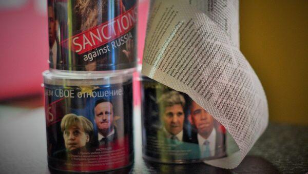 Papier toaletowy z tekstem antyrosyjskich sankcji - Sputnik Polska