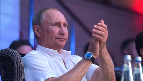 Władimir Putin podczas VIII Międzynarodowego turnieju Sambo bojowe w Soczi - Sputnik Polska