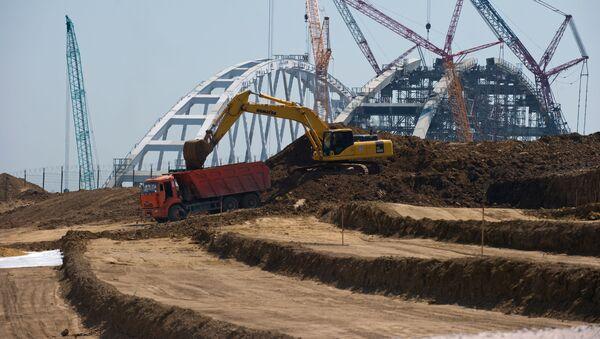 Budowa mostu przez Cieśninę Kerczeńską - Sputnik Polska