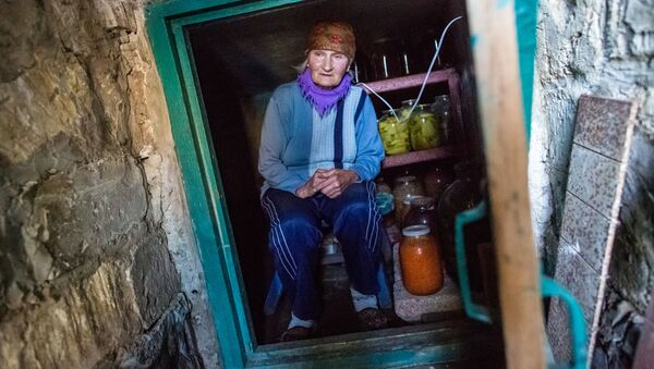 586 tys. Ukraińców, którzy mieszkają w strefie konfliktu w Donbasie, nie otrzymuje emerytur i świadczeń socjalnych - Sputnik Polska