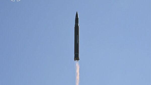 """Wystrzał rakiety """"Hwaseong-14"""" w Korei Północnej - Sputnik Polska"""