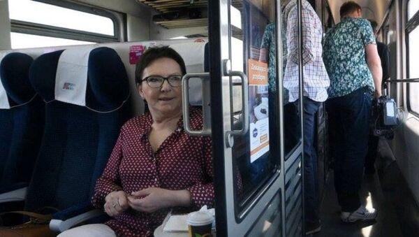 Premier Ewa Kopacz w pociągu - Sputnik Polska