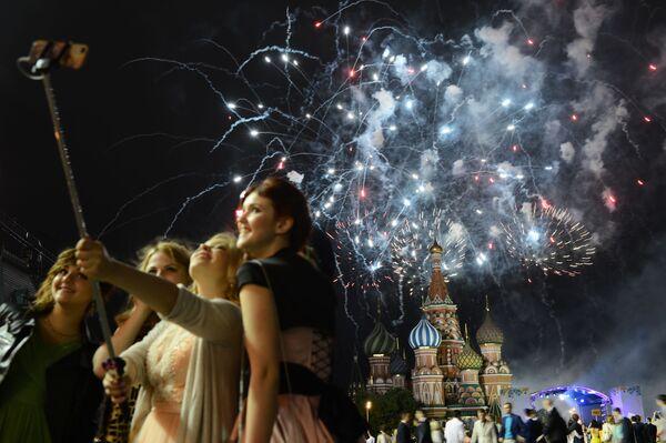 Bal maturalny na Placu Czerwonym w Moskwie - Sputnik Polska