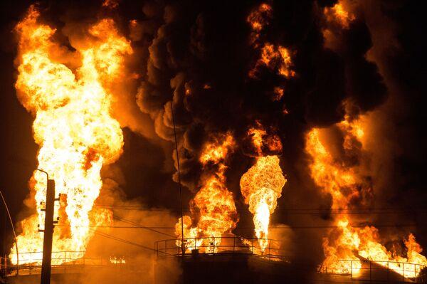 Pożar na bazie naftowej pod Kijowem - Sputnik Polska
