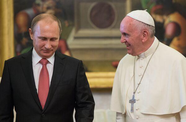 Prezydent Rosji Władimir Putin i Papież Franciszek podczas spotkania w Watykanie - Sputnik Polska