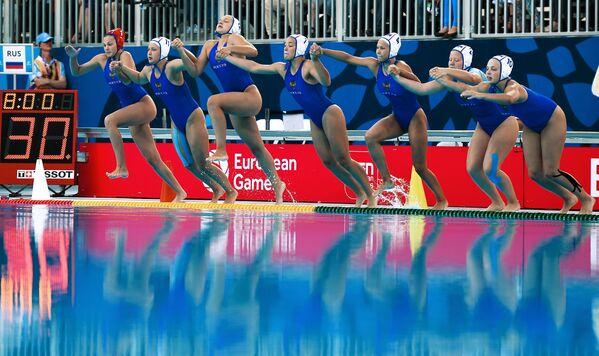 Drużyna Rosji przed rozpoczęciem finału piłki wodnej kobiet podczas I Igrzysk Europejskich - Sputnik Polska