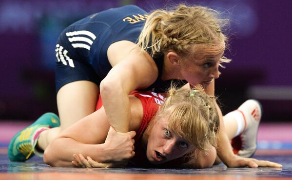 Katarzyna Krawczyk (Polska) i Sofia Mattsson (Szwecja) podczas walki na I Igrzyskach Europejskich w Baku - Sputnik Polska