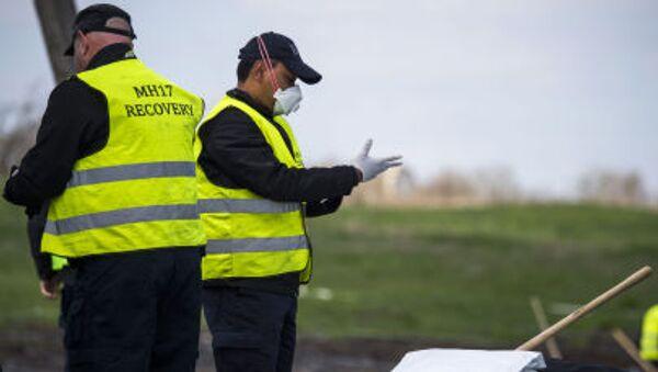 Eksperci z Holandii i Malezji na miejscu katastrofy boeinga 777 w obwodzie donieckim - Sputnik Polska