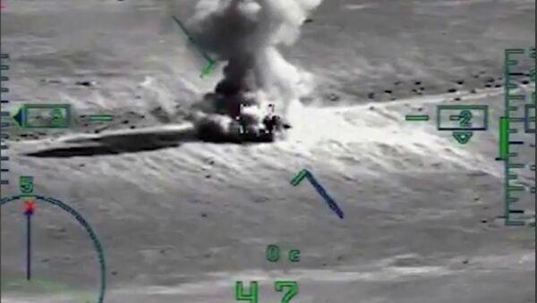 Likwidacja obiektów terrorystów przez śmigłowiec Ka-52 Aligator rosyjskich Sił Powietrzno-Kosmicznych w syryjskiej prowincji Dajr az-Zaur - Sputnik Polska