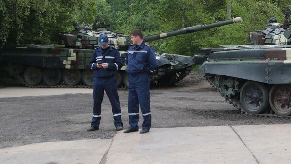 Czołgi T-64 na prezentacji sprzętu wojskowego, która odbyła się z okazji Dnia Europy na terenie Lwowskiego Zakładu Pancernego - Sputnik Polska