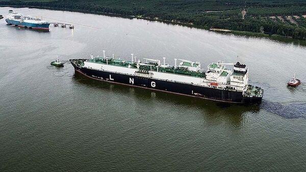 Statek z pierwszą partią skroplonego gazu z USA w porcie w Kłajpedzie - Sputnik Polska