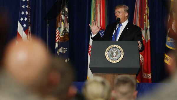 Prezydent Stanów Zjednoczonych Donald Trump przemawia w bazie wojskowej Fort Myer, Wirginia, USA - Sputnik Polska