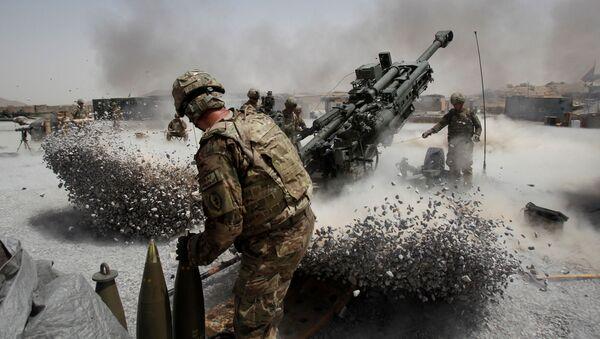 Amerykańscy żołnierze podczas ostrzału artyleryjskiego w Afganistanie - Sputnik Polska