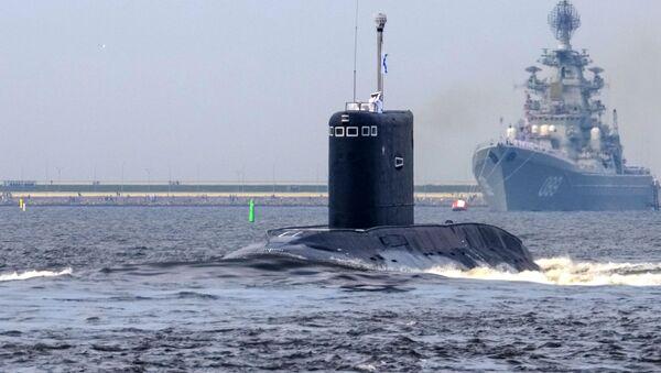 """Spalinowy okręt podwodny """"Kolpino"""" podczas próby generalnej parady morskiej w dniu Marynarki Wojennej w Kronsztadzie - Sputnik Polska"""
