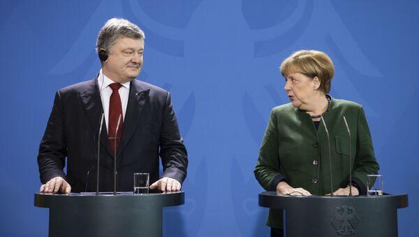 Prezydent Ukrainy Petro Poroszenko i kanclerz Niemiec Angela Merkel - Sputnik Polska