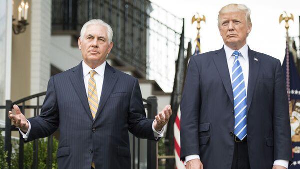 Prezydent USA Donald Trump i sekretarz stanu Rex Tillerson - Sputnik Polska