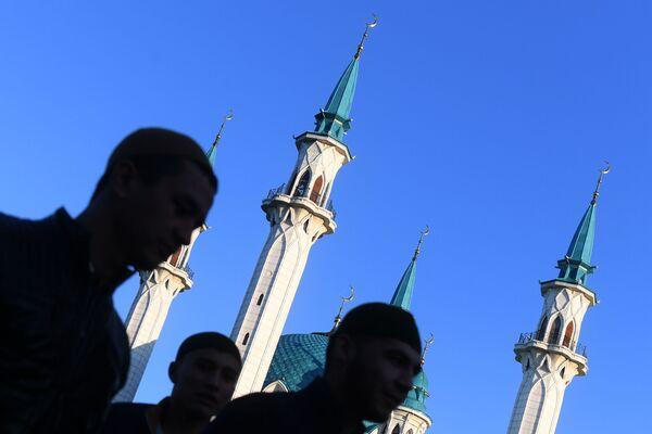 Święto Ofiarowania Kurban Bajram przed Meczetem w Kazaniu - Sputnik Polska