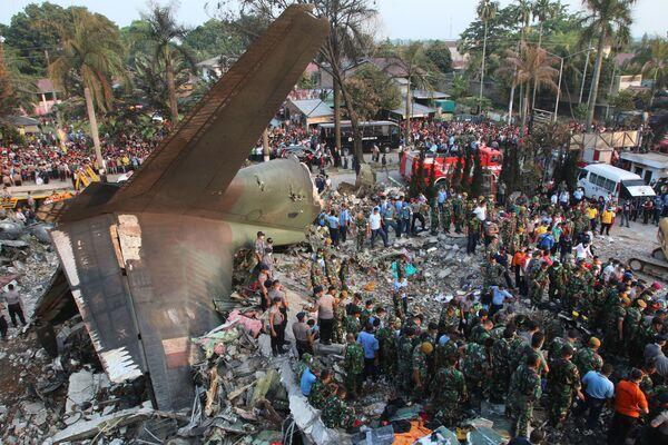 Katastrofa wojskowego samolotu С-130 Hercules w Indonezji - Sputnik Polska