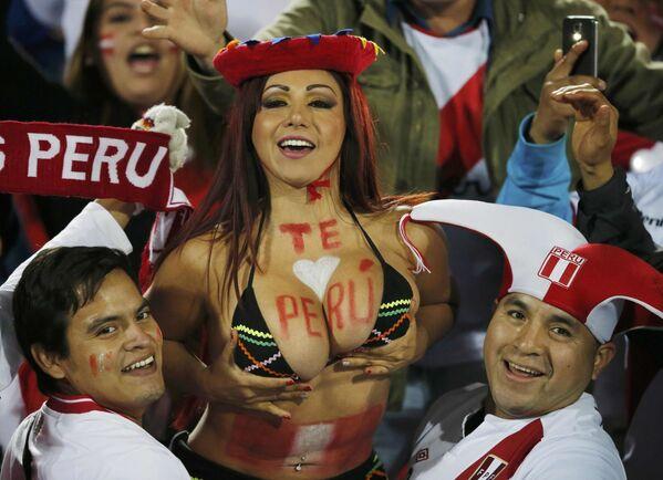 Kibice reprezentacji Peru przed rozpoczęciem meczu z Chile podczas Copa América 2015 - Sputnik Polska