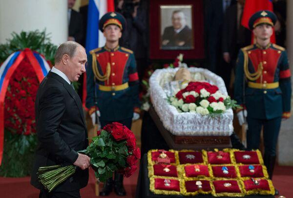 Prezydent Rosji Władimir Putin na pogrzebie Jewgienija Primakowa - Sputnik Polska