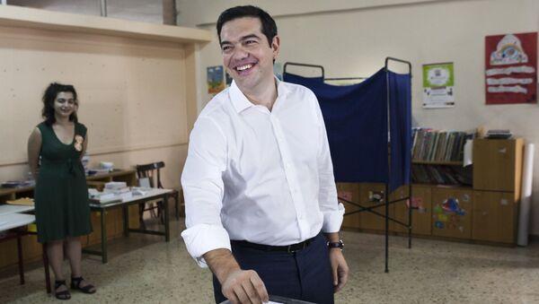 Premier Grecji Aleksis Tsipras głosuje w referendum - Sputnik Polska