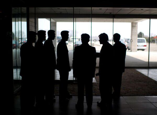 Pracownicy służby bezpieczeństwa w holu Yanggakdo Hotel w Pjongjangu - Sputnik Polska