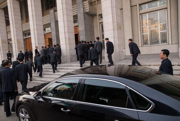 Wejście do Pałacu Kultury w Pjongjangu - Sputnik Polska