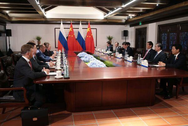 Władimir Putin i Xi Jinping podczas negocjacji - Sputnik Polska