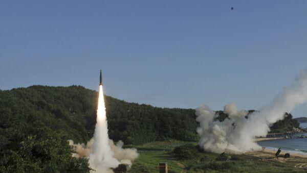 Próba południowokoreańskiego pocisku Hyunmoo II i amerykańskiego MGM-140 w czasie wspólnych ćwiczeń wojskowych USA i Korei Południowej - Sputnik Polska