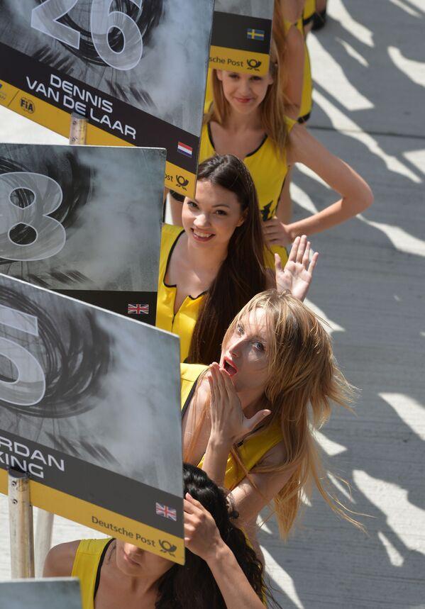 Hostessy podczas wyścigów samochodowych w Rosji - Sputnik Polska