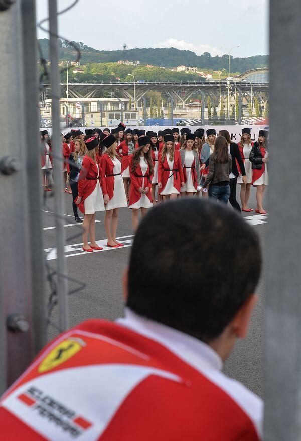Hostessy podczas prób przed Grand Prix w Rosji - Sputnik Polska