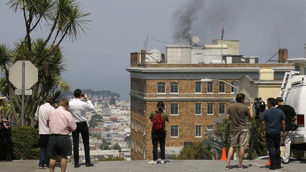 Dym nad dachem Konsulatu Generalnego Rosji w San Francisco - Sputnik Polska